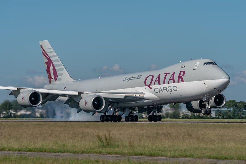 Prachtige viermotorige Boeing 747-8 Cargo van Water Airways is zojuist in mooi zonlicht geland op de van Jaap van den Berg