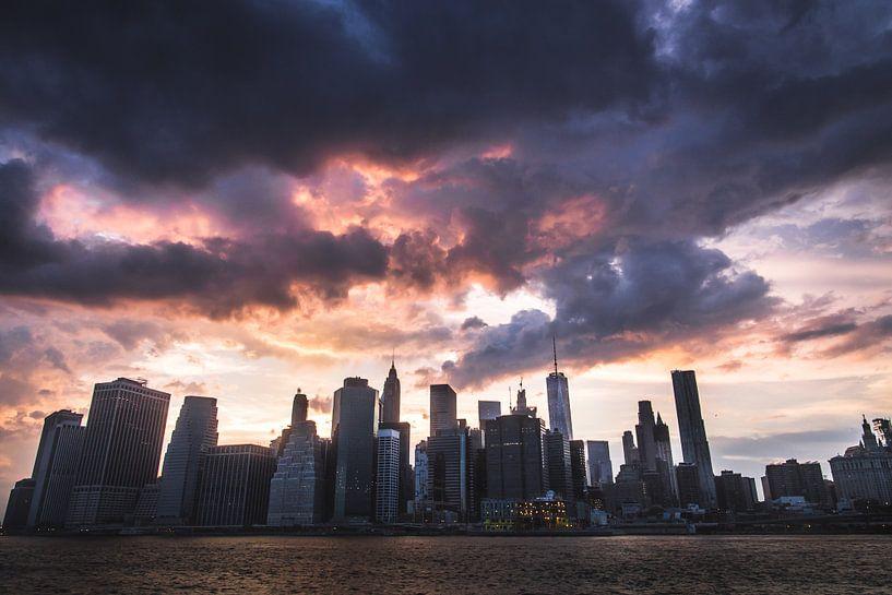 Dark Clouds over Manhattan van Mark Wijsman