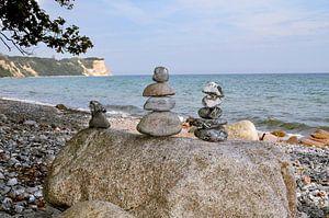 Steintürme mit Blick zum Kap Arkona, am Strand von Vitt auf Rügen