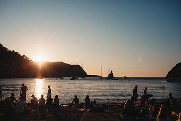 Romantisch zonsondergang op een strand op Ibiza   Natuur   Landschapsfotografie van eighty8things