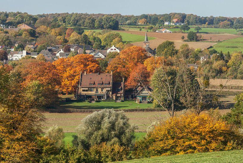 Kerkdorpje Epen in herfstkleuren van John Kreukniet