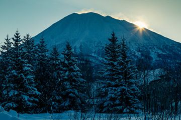 Zonsopkomst in het Noorden van Japan. van Hidde Hageman