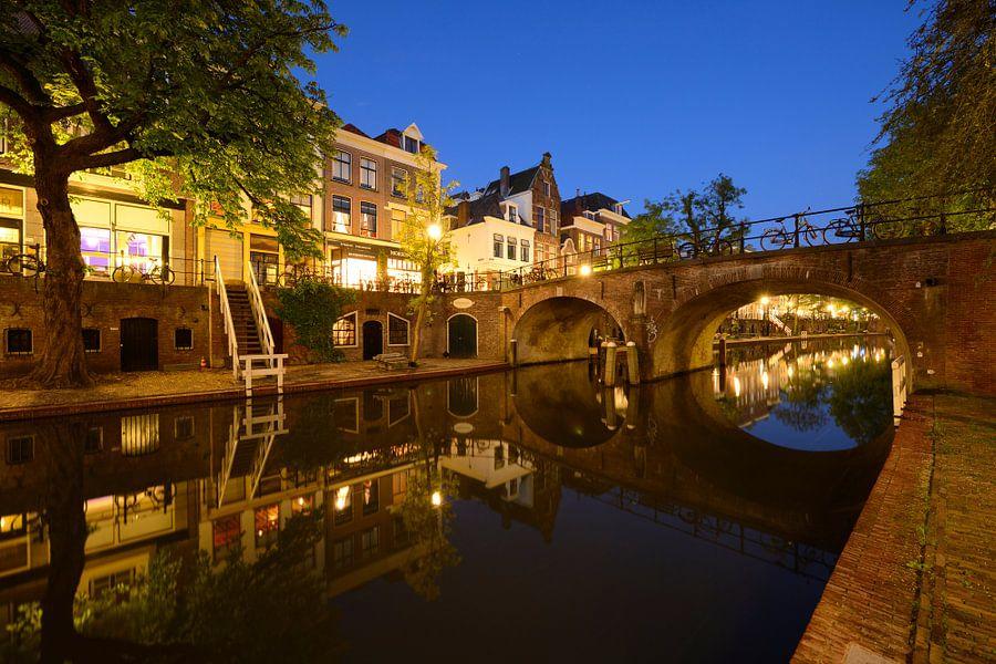 Oudegracht in Utrecht met Geertebrug