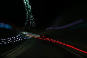Als een vogel vliegen de kleuren door de tunnel