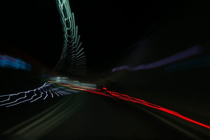 Als een vogel vliegen de kleuren door de tunnel sur Jani Moerlands