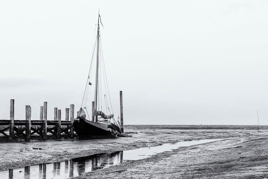 Laag water in de haven van Sjoerd van der Wal