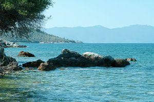 Uitzicht op de zee, in Griekenland van Miranda van Hulst