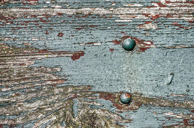 Verweerde plank met afbladderende verf van Frans Blok