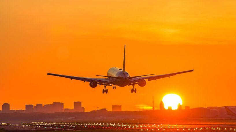 Landing tijdens zonsopkomst van Dennis Dieleman