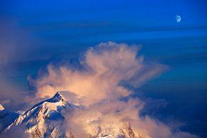 Onweer boven Mount Hunter van