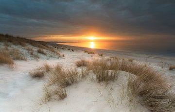 Zonsondergang Banjaard strand van Dion van den Boom