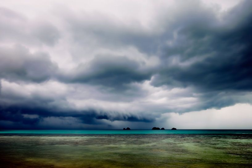 Upcoming rainshower van Monique Simons
