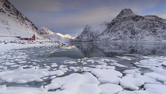 Flakstad Fjord (Lofoten) van Sven Broeckx
