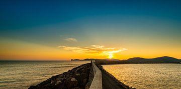 Avondlicht in de haven van Alghero - Sardinië. sur Damien Franscoise