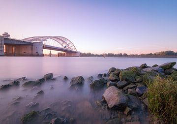 Zonsopgang van Brienenoordbrug Rotterdam van