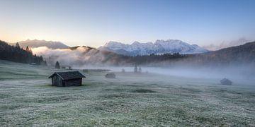 Herfst ochtend aan de Geroldsee in Beieren van Michael Valjak