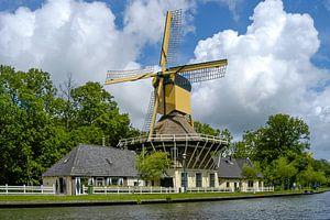 oude windmolen Het Haantje met wolkenlucht, Weesp