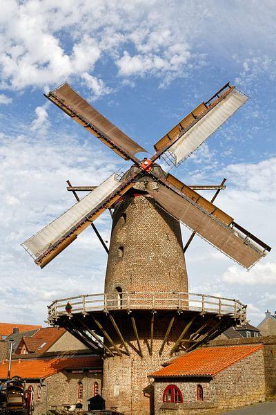 Kriemhild Mill Xanten (7-72362) van Franz Walter