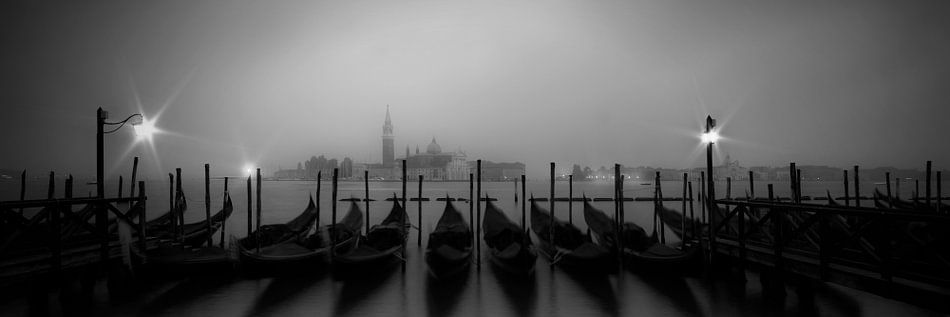 VENICE Foggy Nightly View to San Giorgio Maggiore | panoramic view van Melanie Viola