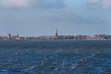 Skyline van Enkhuizen vanaf het water van Brian Morgan