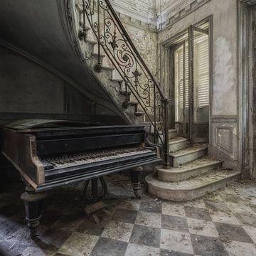 Altes Klavier von Maikel Brands