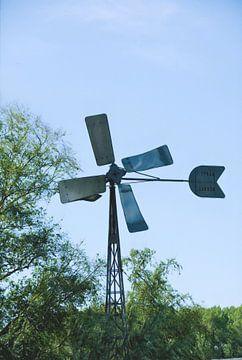 Un moulin à vent par une journée ensoleillée sur Jurjen Jan Snikkenburg