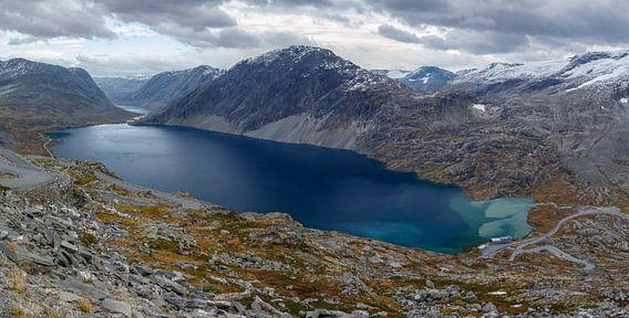 Djupvatnet bergmeer in Noorwegen van Menno Schaefer