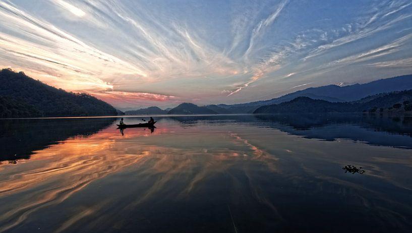 zonsondergang lake begnas van rene schuiling