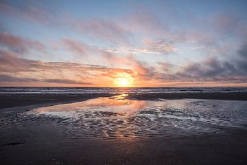 Zonsondergang Wijk aan Zee van Corali Evegroen