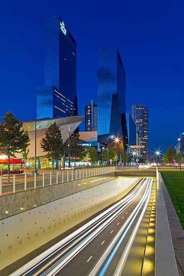 Rivier van licht in Rotterdam van Anton de Zeeuw