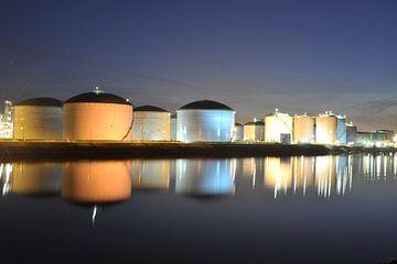 Olieopslag in Europort von Edwin Sonneveld