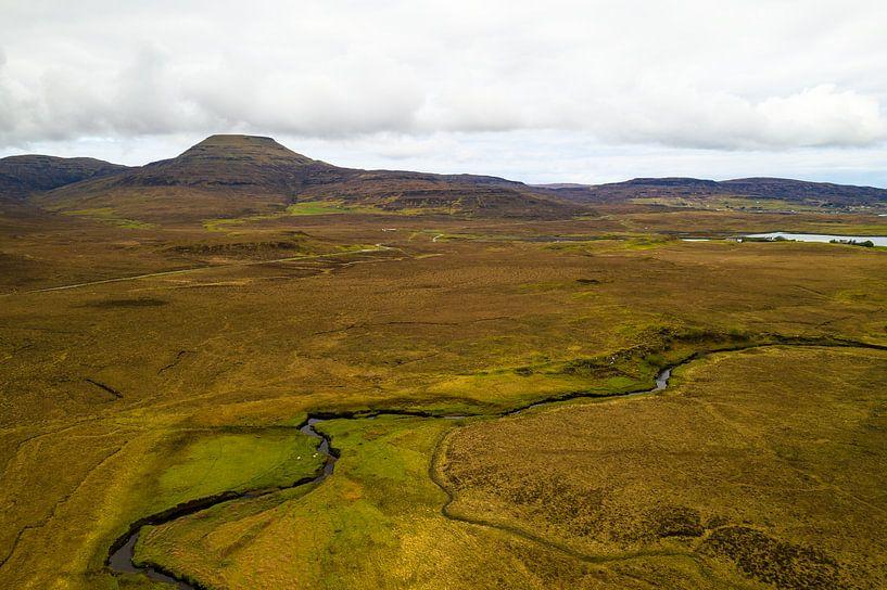 Schotland: Isle-of-Sky MacLeod's Table North luchtfoto van Remco Bosshard