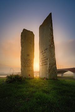 Monument Waaloversteek van Jeroen Lagerwerf