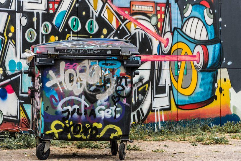 Afvalbak met graffiti van Ans Bastiaanssen