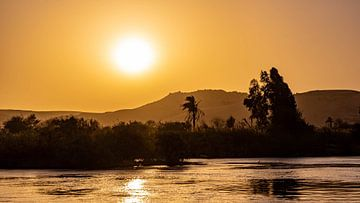 Sonnenuntergang am Nil in Assuan, Ägypten von Jessica Lokker