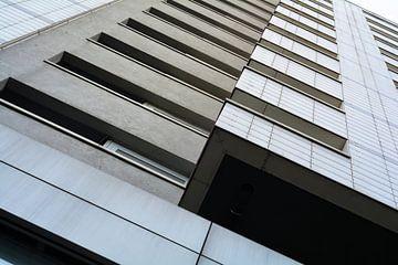 Fassade eines Hochhauses in Berlin von Heiko Kueverling