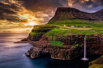 Wasserfall Múlafossur, Färöer Inseln von Dennis Wardenburg