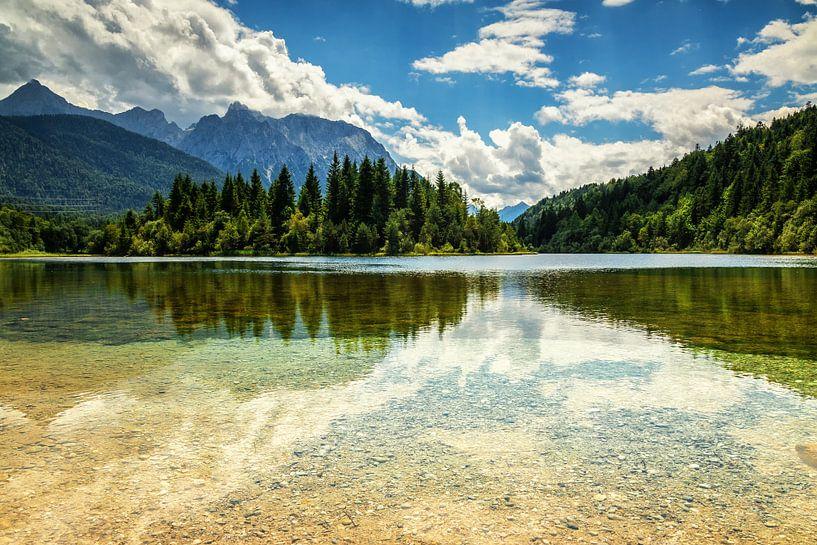 Reflection lake van Ilya Korzelius