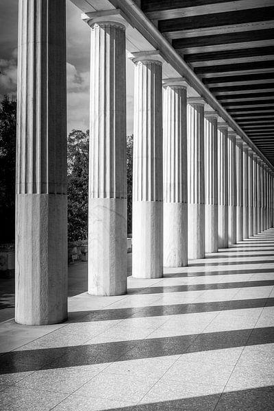 Pilaren van een prachtige tempel in Athene van Stefan Fokkens