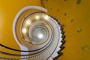 Gele wenteltrap