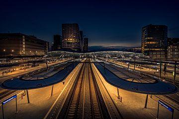 Utrecht Centraal in de avond van Mike Peek