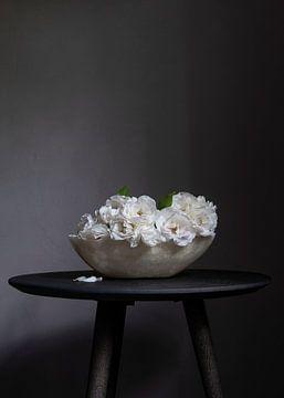 Stilleven van rozen in spekstenen schaal van Affect Fotografie