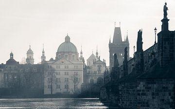 Praag: Karelsbrug schaduwzijde van Olaf Kramer