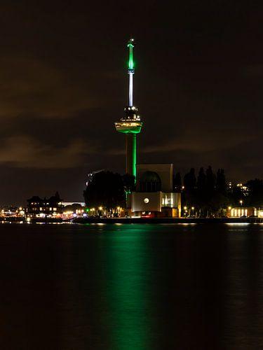 Euromast bij avond in kleuren Rotterdam