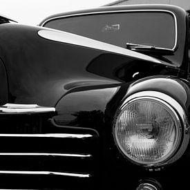 Deels de voorzijde van een Vauxhall antieke auto van JM de Jong-Jansen