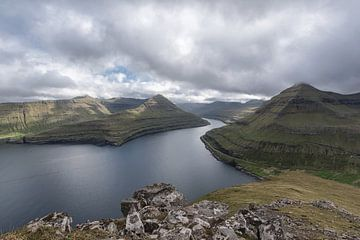 Fjord der Färöer-Inseln von Robin van Maanen