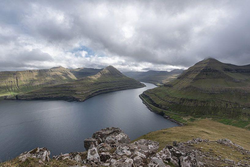 Fjord des îles Féroé sur Robin van Maanen