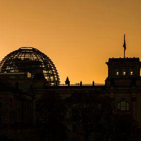 Sonnenuntergang hinter dem Berliner Reichstagsgebäude von Frank Herrmann
