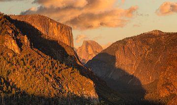 Tunnel View mit El Capitan bei Sonnenaufgang, Yosemite-Nationalpark, Kalifornien, USA von Markus Lange