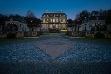 La maison de Voorst à la tombée de la nuit sur Arnold van Rooij